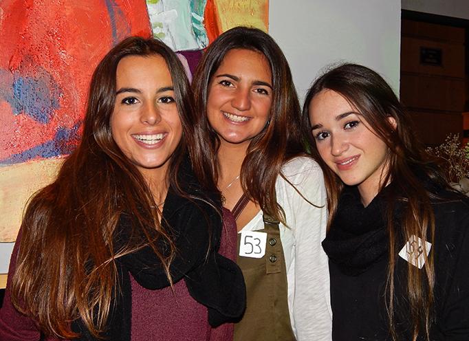 Paula-Pastor-estudiante-en-periodismo,-Victoria-Escolano-estudiante-en-periodismo,-Ariadna-Mir-estudiante-en-veterinaria