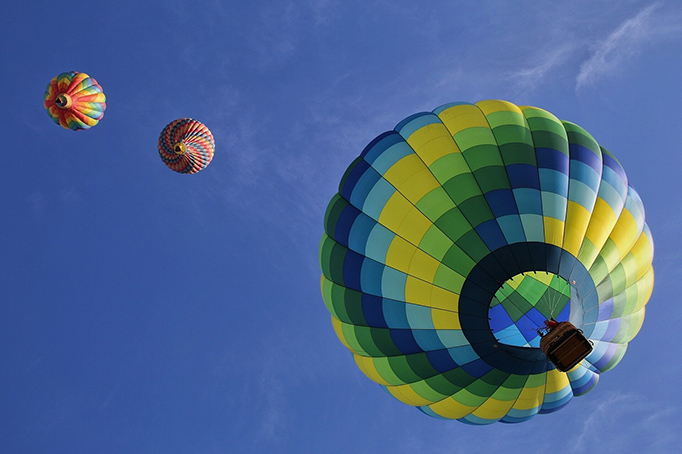 WEB--hot-air-balloons-1984308_1280
